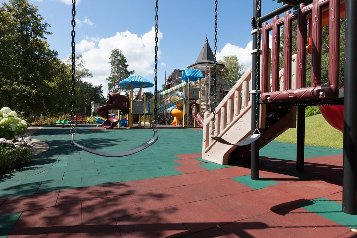 Качели, карусели и другие развлечения для детей, поселок Трувиль