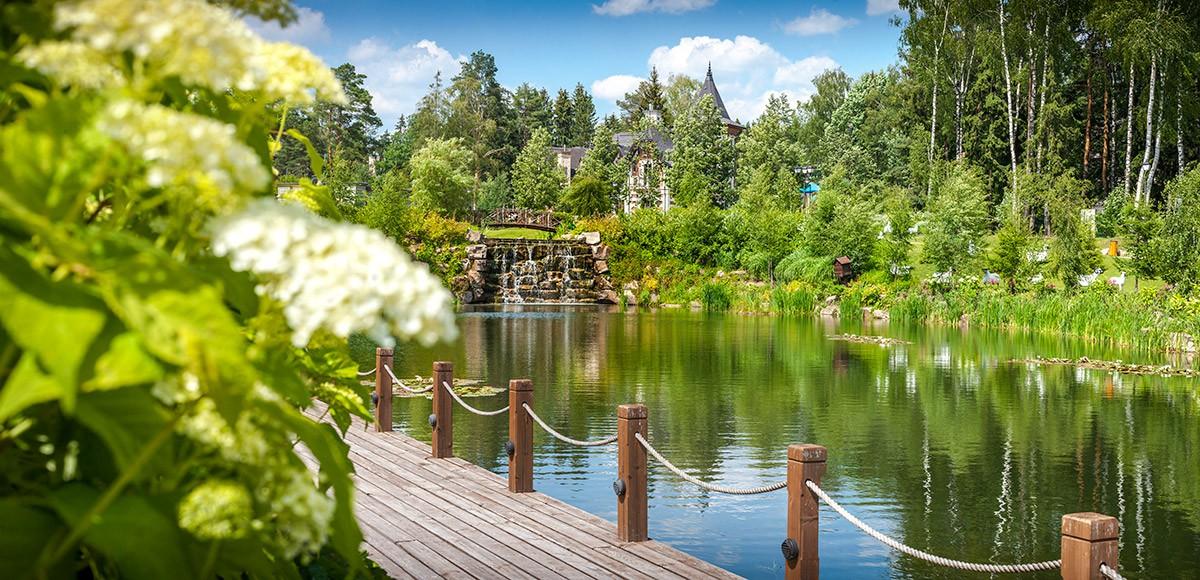 Панорама озера с водопадом в КП Трувлиь