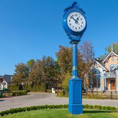 Часы у дом 36 в КП Трувиль